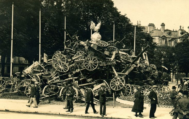 Pyramid of Cannons - WWI Victory celebrations ... Champs Elysees, Paris - July 14, 1919 [3314 × 2087] : HistoryPorn