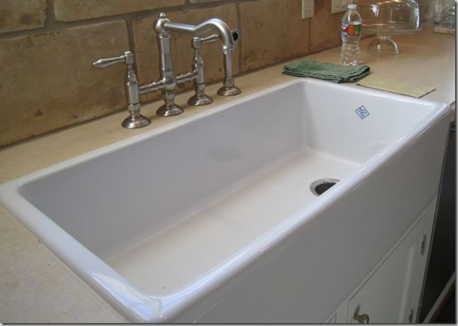 A Shaws sink.