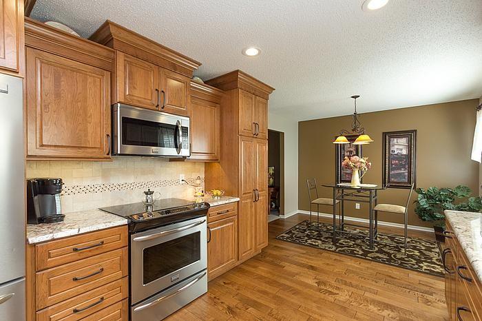 Best Designers Laura Cabinets Countertops Bill Flooring 640 x 480