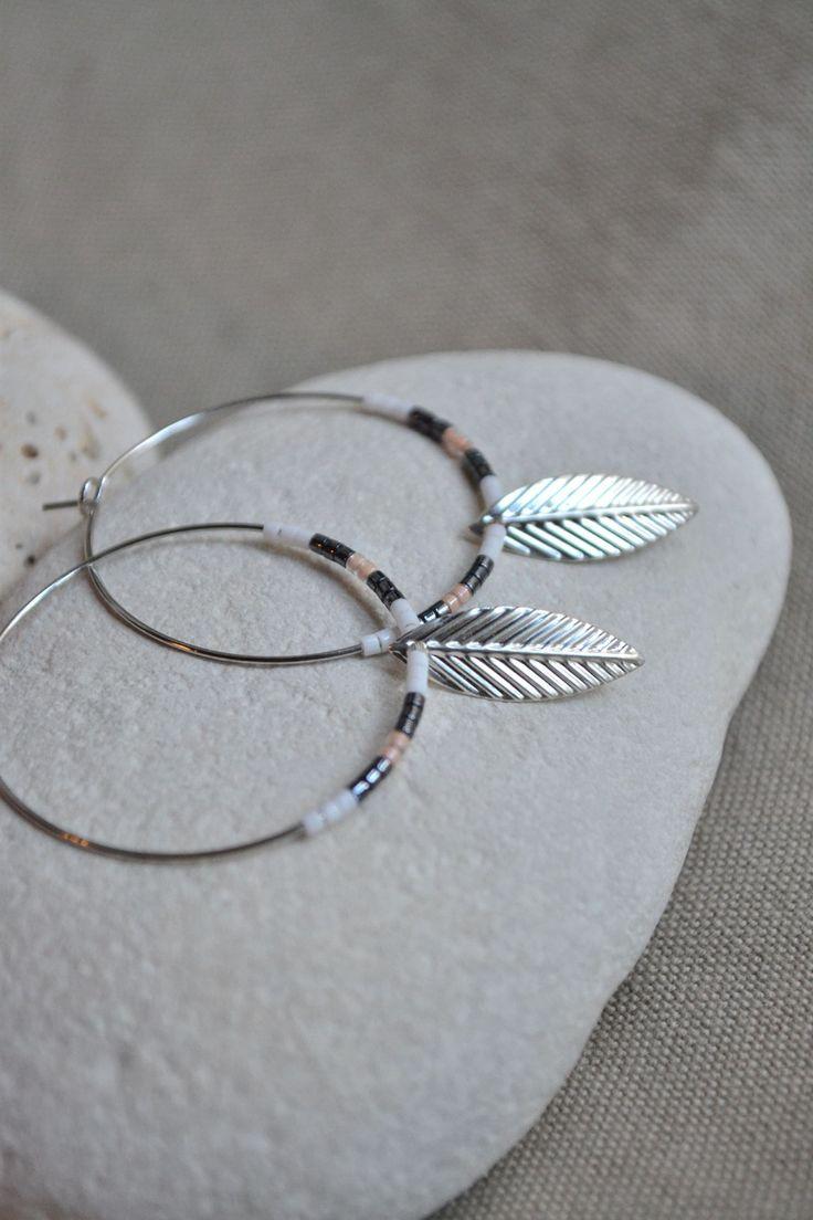 ⋆ Nouveau ⋆ Boucles d'oreilles créoles avec perles miyuki et breloque feuille : Boucles d'oreille par libelula-crea