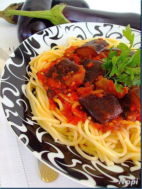 Μακαρόνια με σάλτσα μελιτζάνα
