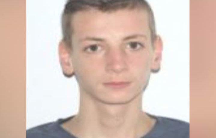 Un student din Timişoara a dispărut din cămin şi există suspiciuni că acesta şi-ar fi pus capăt zilelor. Oamenii legii îl caută pe băiatul de 19 ani, iar familia lui este disperată, după ce în camera în care locuia a fos