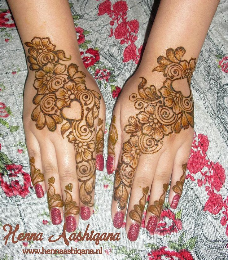 Mehndi Designs Open : Arabic henna design with open hearts flowers and lots of shading applied by