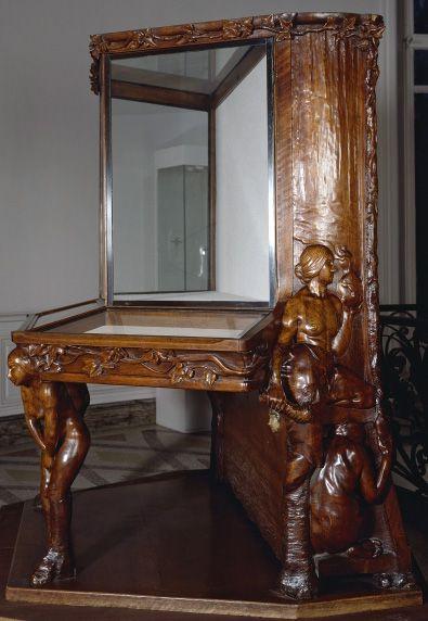 Art nouveau table vitrine noyer ciré sculpté françois rupert carabin 1895