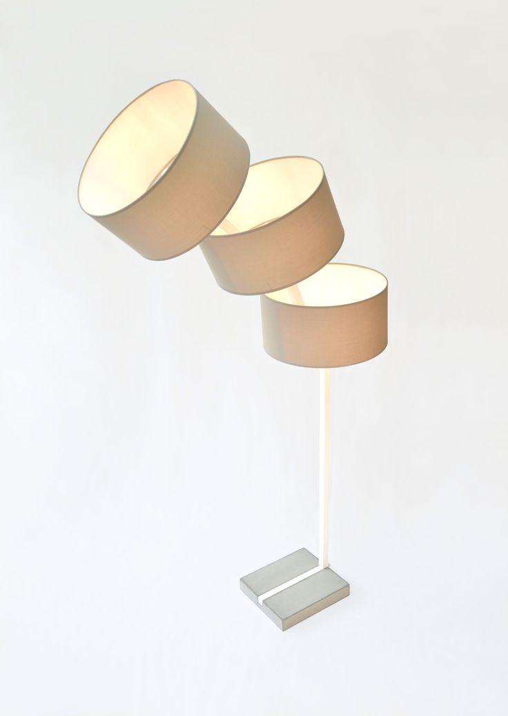 Luminark, un lampadaire aérien à la silhouette fine et élancée! Structure acier, socle béton. www.m-trend.fr M-trend - Luminaire et mobilier