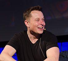 Elon Musk (* 28. Juni 1971 in Pretoria, Südafrika) ist ein US-amerikanischer Unternehmer. Er wurde bekannt durch seine Erfolge als Internetdienstanbieter, insbesondere mit dem Bezahldienst PayPal und der nachfolgenden Gründung dreier Unternehmen: des Solarstromunternehmens SolarCity, des Elektroautoherstellers Tesla Motors und des Unternehmens SpaceX, mit dem er seine Vision einer privat finanzierten Raumfahrtindustrie verwirklicht.