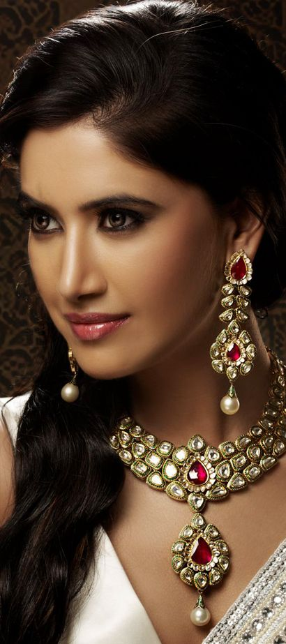 Indian Jewellery and Clothing: Wonderful bridal jewellery from Khurana Jewellers. #bridaljewellery