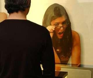 Donne nel bagno degli uomini: la gigantografia ti spia - Repubblica.it Mobile