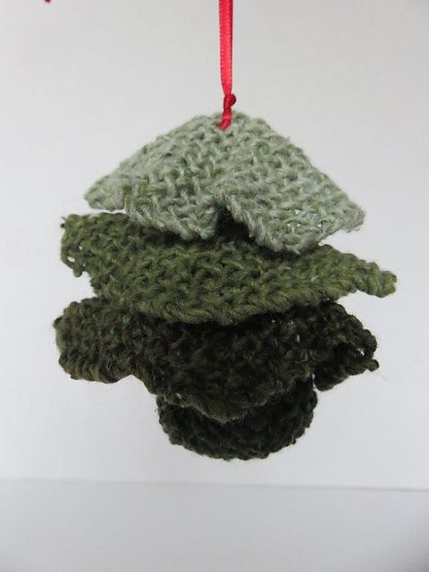 Ravelry: TexasGabi's TURTLE Hexagon Pin Loom: Little Tree Ornament
