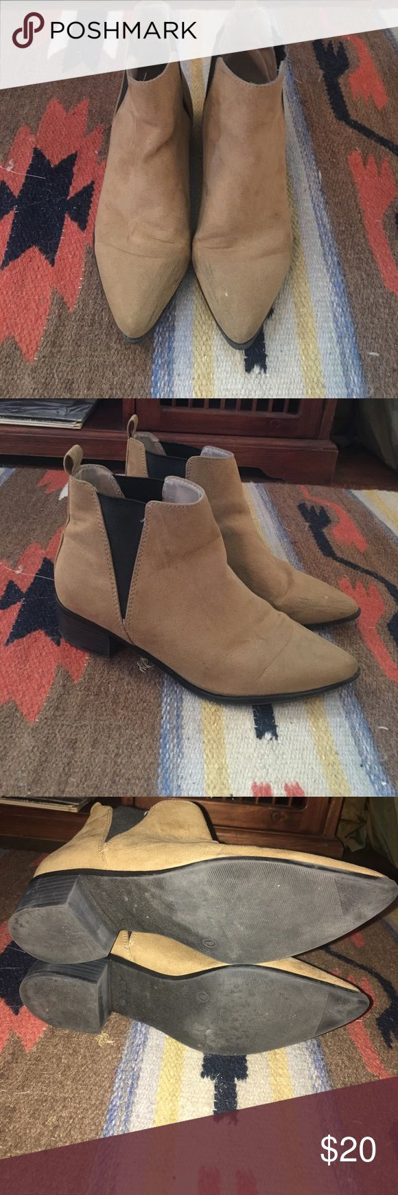 Cute and Comfy Chelsea Ankle Boot Super cute Black and Tan Chelsea boot perfect for fall and winter! Only worn a couple of times. There is some black scuffing on the toes and side but can come off. Old Navy Shoes Ankle Boots & Booties