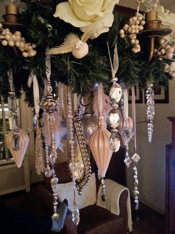 Kroonjuwelen, speciaal voor kerst. Kroonluchter, roze,zilver,