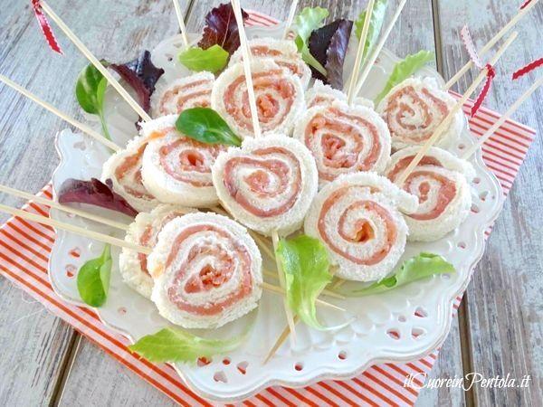 Girelle di pancarrè al salmone http://www.ilcuoreinpentola.it/ricette/girelle-di-pancarre-al-salmone/