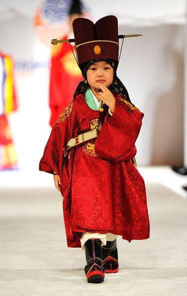 I love this! Traditional Korean hanbok for boys
