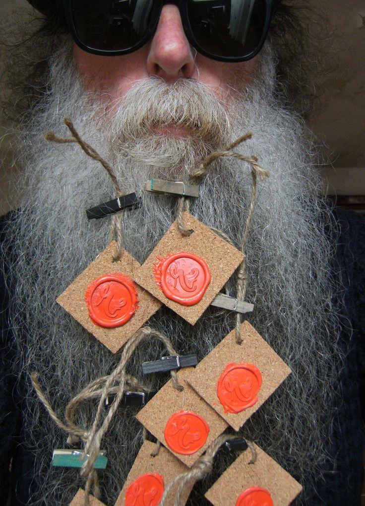 BEARD GALLERY - Opere di Roberta Fusaro installate sulla mia barba (Galleria Pensile)