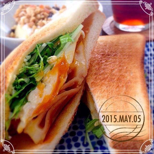 久々にバウルーではないサンドイッチ。昨年作って作って美味しかったので、今年もリピしました。モッツァレラ→塩どうふ、パクチー→水菜で代用しています。 先日実家(の近所の山)で採ってきたたけのこです(・∀・) - 167件のもぐもぐ - たけのこのサンドイッチ by sakuramochi14
