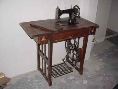 Trapnaaimachine (oudje), zo een hadden we thuis ook.