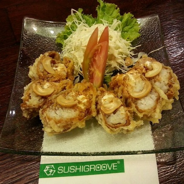 Sushi Groove's Flying Geisha roll by James Trisna (FoodSpotting)