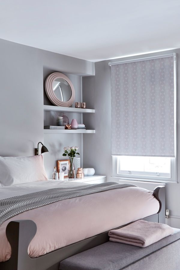 Blush pinks and beautiful shades of grey create a wonderful decor scheme in any room. Patterns, metallic and woven fabrics in similar shades add interesting focal points to a room. Our Sphere Blush Roller blind from the exclusive collection with @house_beautiful is perfect in this interior.