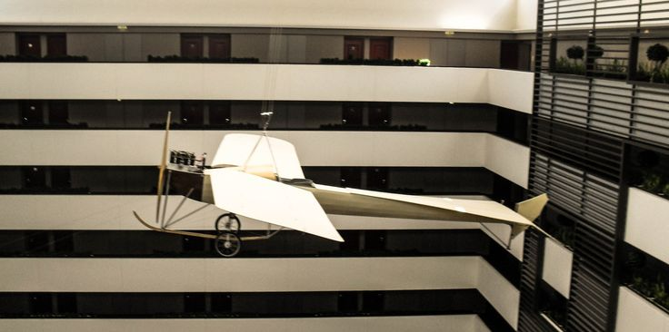 Repülő a hallban / Airplane in the hall. (Hotel Sofitel, 5th district, Budapest capital)