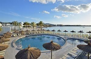 Hotel Alua Hawaii Ibiza  Description: Alua Hawaii Ibiza ligt direct aan het zandstrand van San Antonio. Langs het hotel ligt de boulevard die doorloopt tot aan het centrum. Ideaal voor een mooie avondwandeling. De kamers zijn fris en...  Price: 427.00  Meer informatie  #beach #beachcheck #summer #holiday
