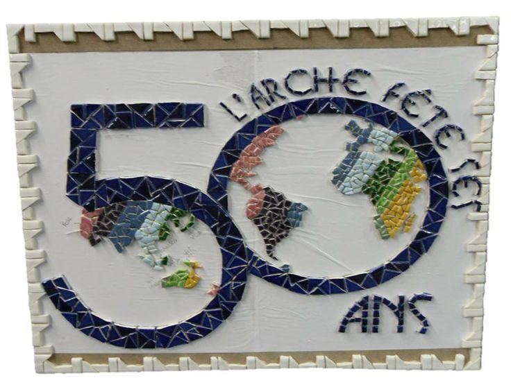 Le logo des 50 ans en mosaïque : une production de l'atelier Artisanat à Trosly. #larche50ans #handicap #larche #jeanvanier