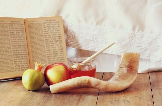 Rosh Hashanah 2016 begins at sunset on Sunday, October 2 and ends on the…