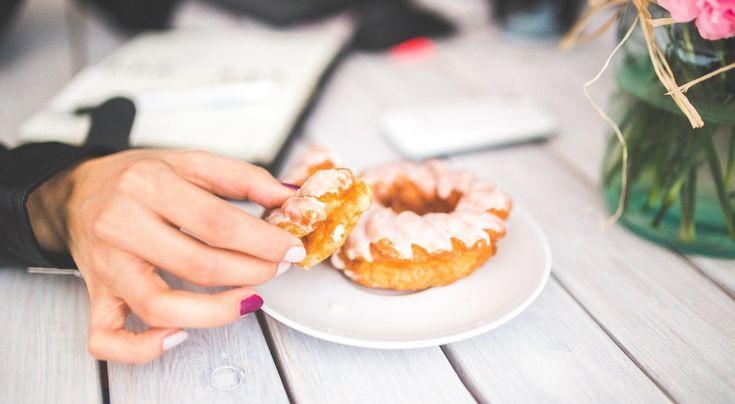 Wraz z nadejściem nowego roku wiele osób postanawia sobie, że przestanie objadać się słodyczami  * * * * * * www.polskieradio.pl YOU TUBE www.youtube.com/user/polskieradiopl FACEBOOK www.facebook.com/polskieradiopl?ref=hl INSTAGRAM www.instagram.com/polskieradio