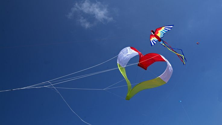 I Love Hungarian kite flying! by potihu on 500px