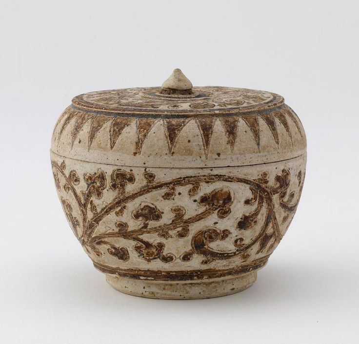 Covered box. Medium: Stoneware with iron and opaque white glazes. Origin: Ban Pa Yang kilns, Si Satchanalai, Sukhothai province, Thailand. Date: late 15th-16th century. Period: Ayutthaya period. | Copyright © 2015 Smithsonian Institution