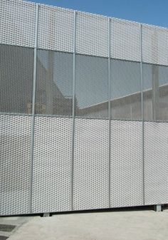 Expanded metal and wire mesh balustrade, staircase cladding, footbridge barrier, railing, balcony, parapet, fence etc... - MARIANItech®