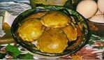 Pucacapas (empanadas redondas rellenas de cebolla con queso, llamadas pucacapas blancas o con aji rojo, llamadas pucacapas rojas) - Bolivia