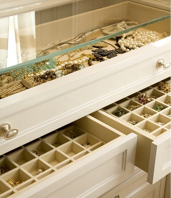 Jewelry drawers - this would be the perfect christmas gift (with a gorgeous new accessory to go in them, of course!)