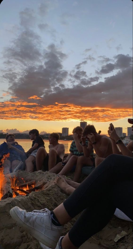 shawty check out the playlist link 🐸 Best Friend Pictures, Friend Photos, Bff Pictures, Beach Pictures, Summer Dream, Summer Baby, Summer Surf, Summer Nights, Summer Vibes