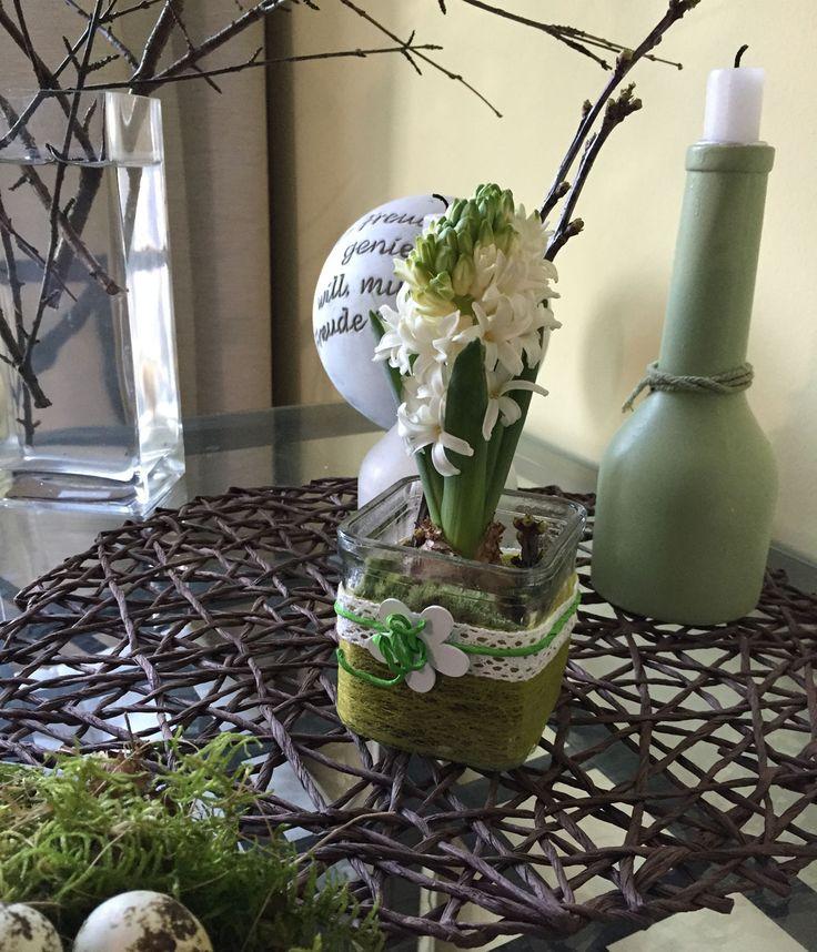 Tischdeko zur bunten Jahreszeit: Frühling und Ostern. Weitere Ideen im Blog