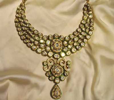 Prerna Rajpal's Amaris Jewels brings a regal collection of Jadau Polki sets - this is a beautiful traditional set