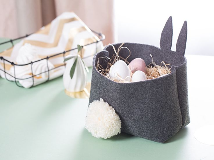 DIY-Anleitung: Osterkörbchen aus Filz mit Schwänzchen nähen / Easter diy: bunny basket made of felt, sewing inspiration via DaWanda.com