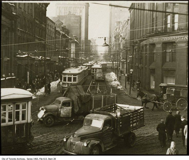 Yonge & Front looking north - 1940's