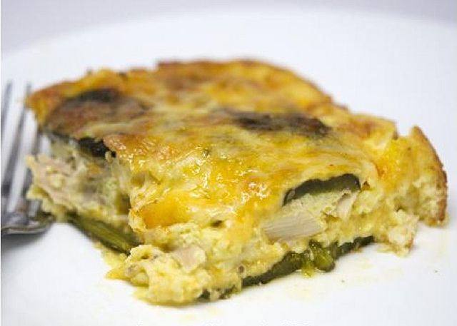 Chicken Chile Relleno Casserole / #Chicken, poblano peppers, eggs, cheese and cream are baked in delicious layers resulting in a scrumptious meal that takes just minutes to make.  ~ #EasyDinnerRecipe