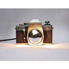 Dieses Lampen-Unikat, gebaut aus einer 30 Jahre alten Praktica DTL3 / MTL3