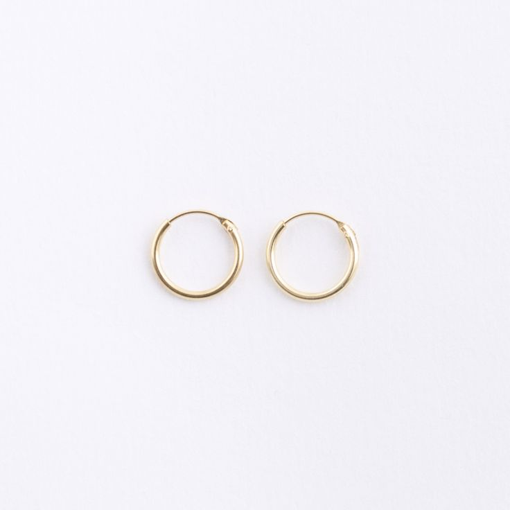 small gold hoop earrings