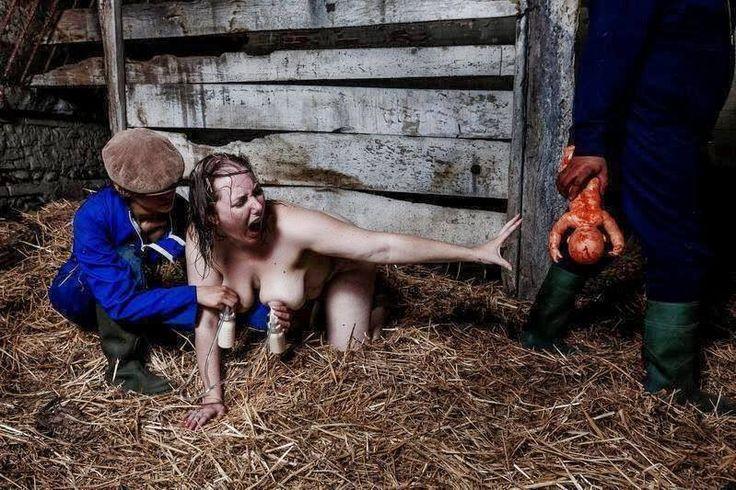 Tämä kuva on raadollinen, mutta se kuvaa kaunistelematta lehmän asemaa maitoteollisuudessa. Samoin kuin ihmisen myös lehmän täytyy synnyttää tuottaakseen maitoa. Maidontuotannossa poikanen viedään emolta lähes heti synnytyksen jälkeen. Lehmän maito imetään ihmisten käyttöön ja syntyneelle vasikalle juotetaan korviketta. Emo ei voi hoivata jälkeläistään, vaikka poikasen hoivaaminen on eläimen elämän tärkeimpiä tarpeita.