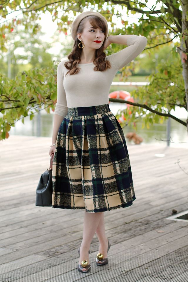 A 50s vintage inspired autumn transitional outfit with check skirt and golden accessories