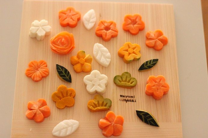 decorative pumpkin cuts かぼちゃの飾り切り 松 by La Creme des Cremes ラクレムデクレム お料理教室 from http://oryourikyousitu.com/?p=819