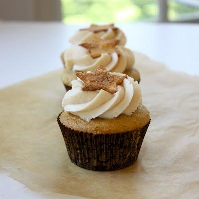 Churro cupcakes (with a dulce de leche filling!!); via Cannella Vita