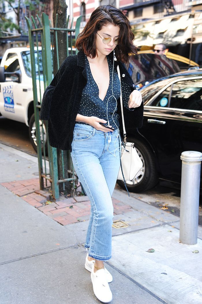4c994819b2 Mom jeans are the denim trend that took over the closets of celebrities  this year, and these are the four shoe styles they always wear with them.