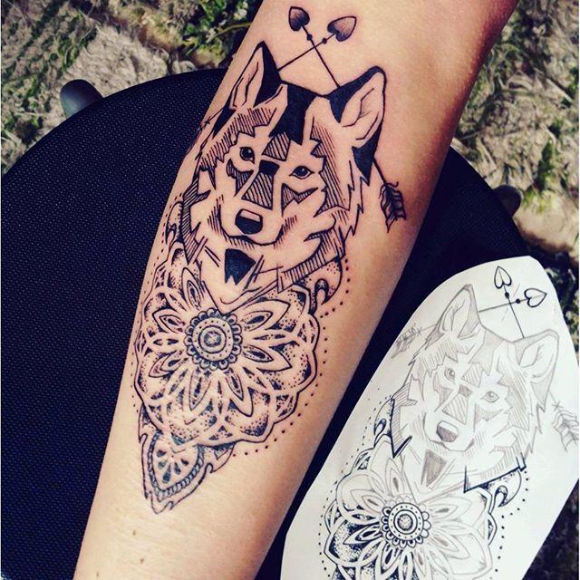 #mulpix Tattoo I did the other day ☺ #geometric #wolf #mandala #dotwork #tattoo #tattoos #dotworkmandala #dotworktattoo #mandalatattoo #wolftattoo #arrowtattoo #tattooer #tattooers