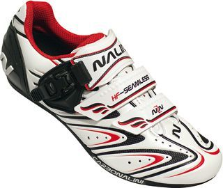 noires ou blanches, imprimez le rythme avec les chaussures #Nalini  http://www.eservalot.com