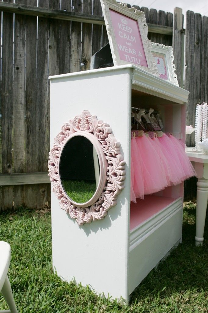 Dress up closet. Now this is just too cute! I could do my baby girls closet this way to save space