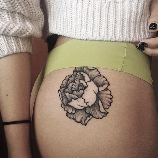 Black Ink Rose Tattoo On Girl Right Hip: 1000+ Ideas About Floral Hip Tattoo On Pinterest