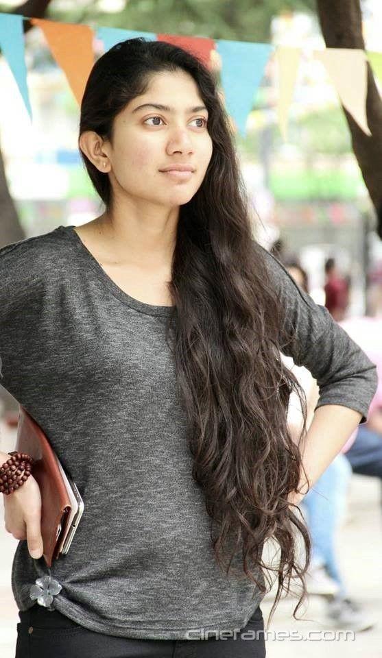 awesome Premam Heroine Sai Pallavi (Malar) Photos